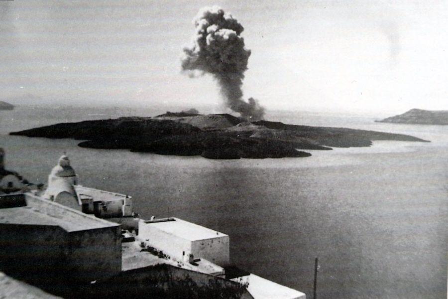 Взрыв вулкана на острове Санторин