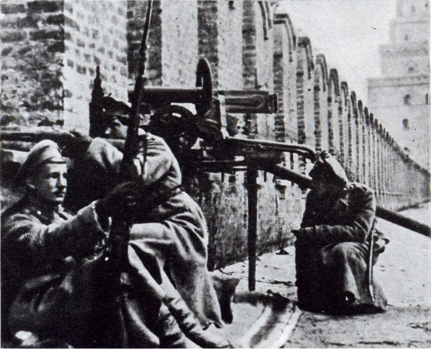 Юнкера обороняют кремль