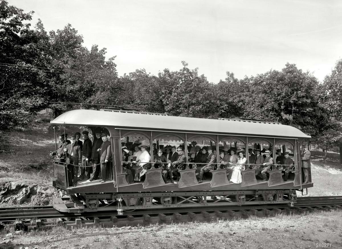 Трамвай в США