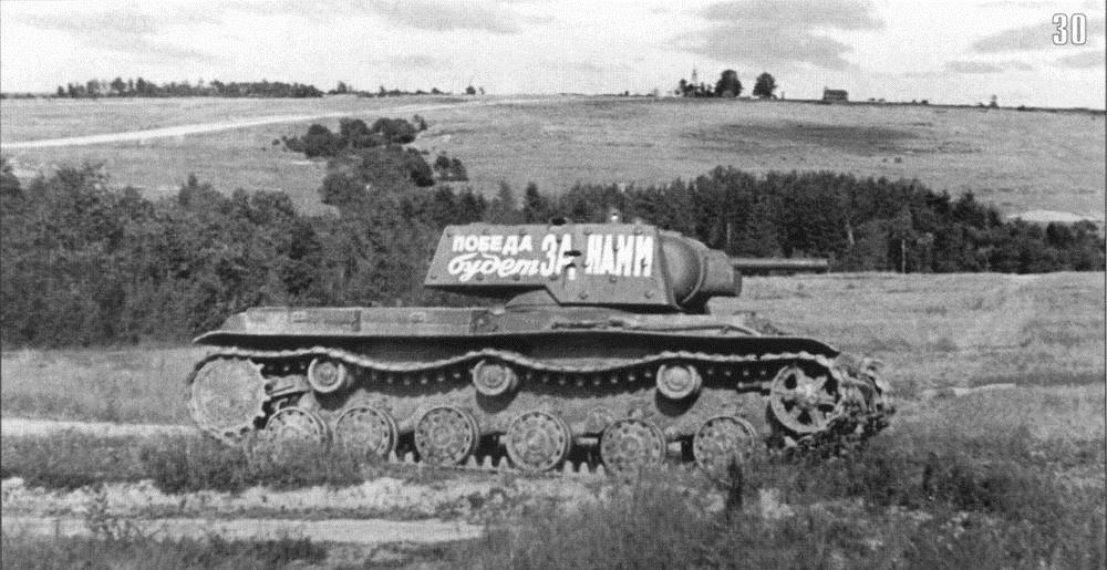 Танк КВ-1 на марше