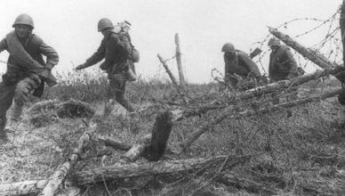 Солдаты прорвали заграждение