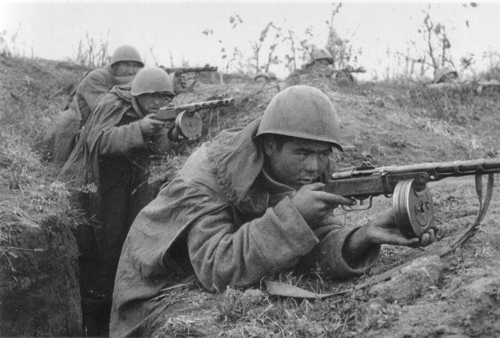 Автоматчики ведут бой 1942 год