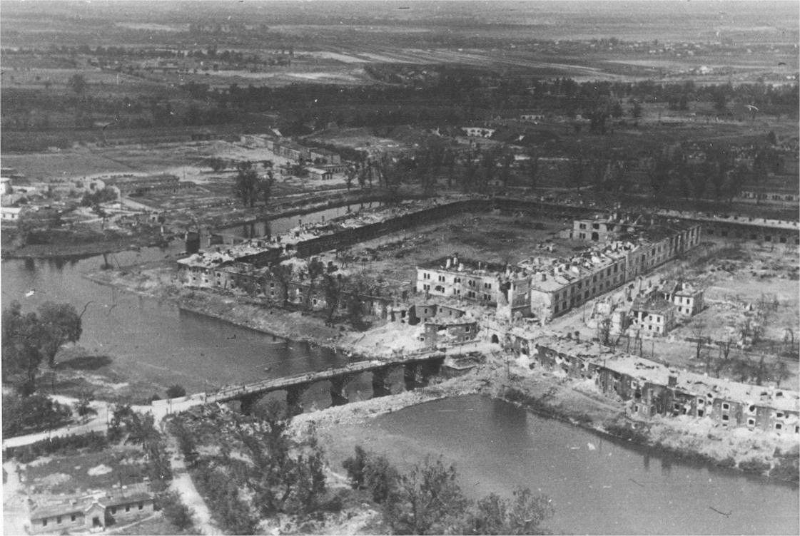 Плац Брестской крепости