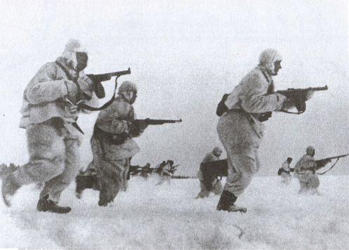 Солдаты бегут по льду