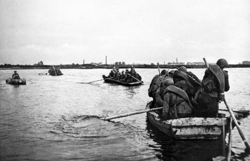 Советские разведчики на лодке