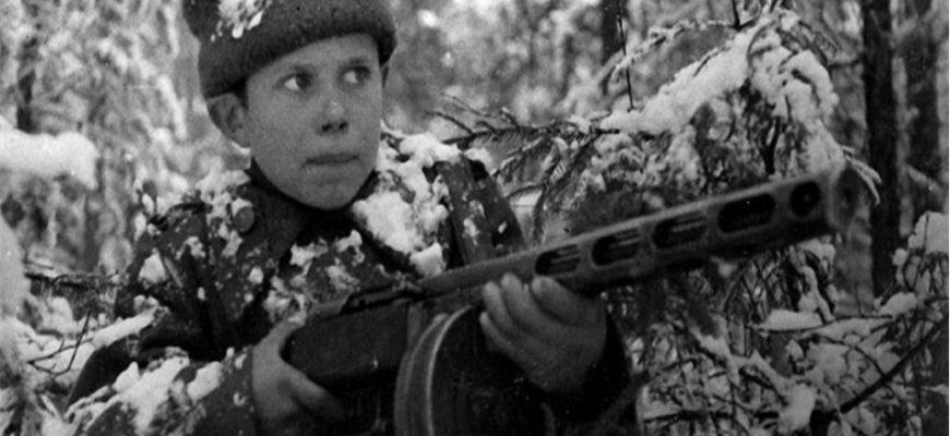 Как пятнадцатилетние мальчишки собирались на фронт бежать