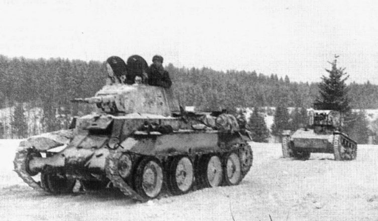 БТ-7 и Т-26 на зимнем марше