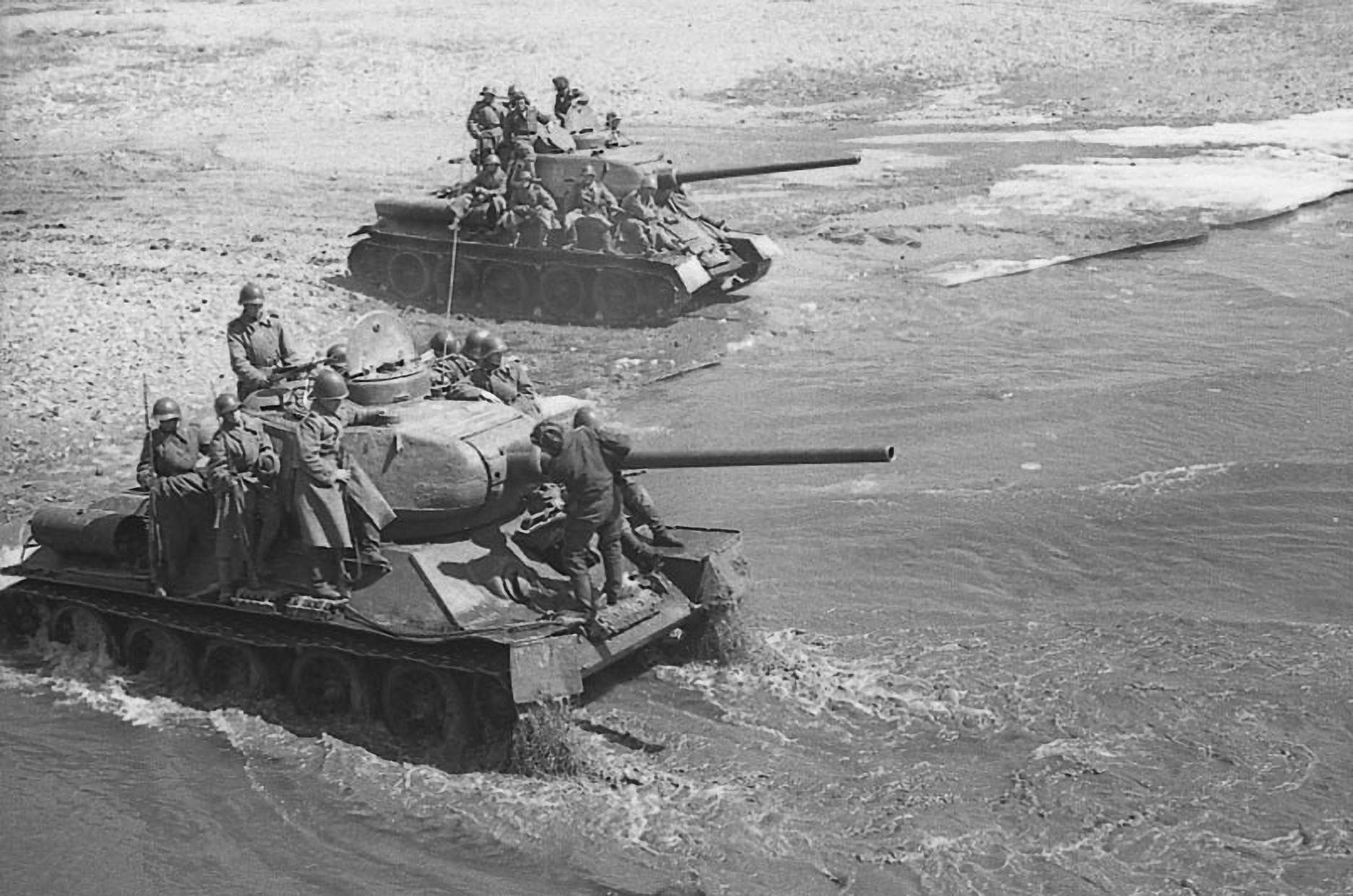 Т-34 в реке