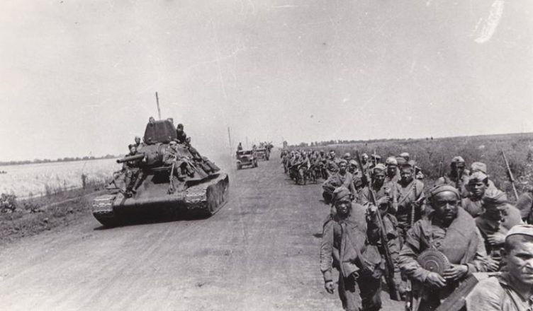 Советская армия идет вперед