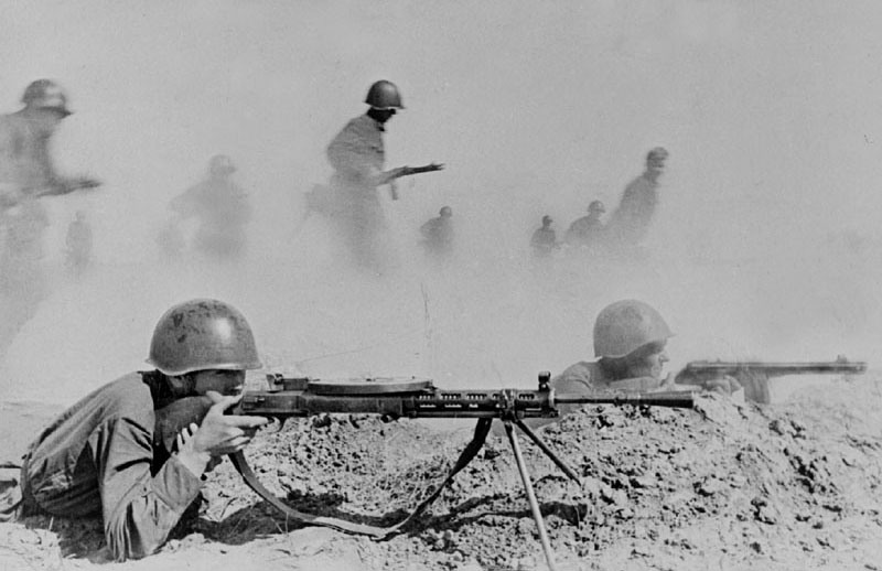 Пулеметчики в окопе