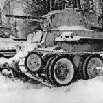 БТ-7 в зимнем лесу ВОВ