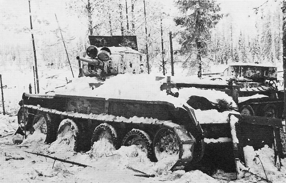 Танк БТ 7 в зимнем лесу
