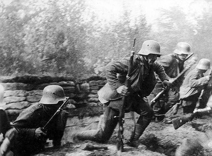 Немцы вылезают из окопов