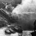 T-34 выбирается из канавы ВОВ