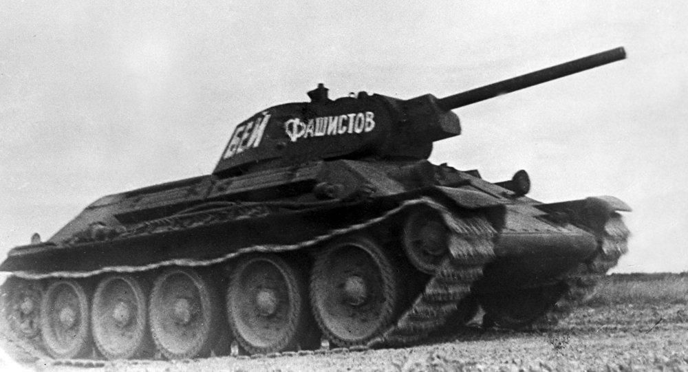 Т-34 с надписью бей фашистов