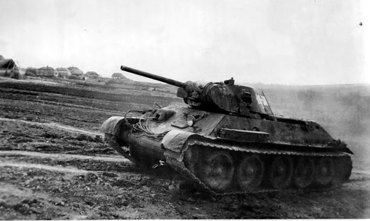Т-34 на марше