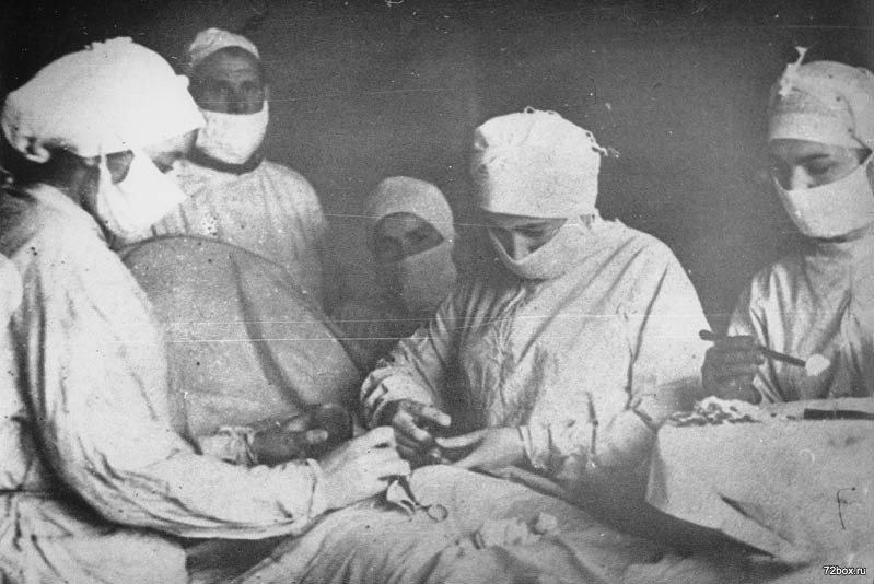 Женщина хирург ВОВ