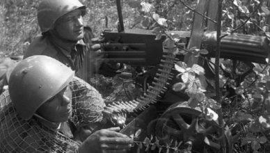 Советские пулеметчики с пулеметом Максим ВОВ