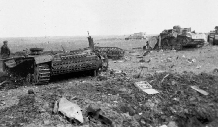 Разбитая немецкая техника на Курской дуге