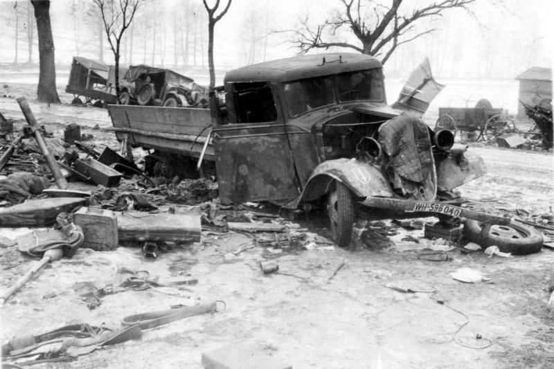 сгоревший немецкий грузовик