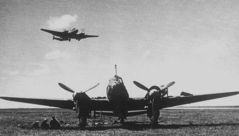 Пикирующий бомбардировщик ПЕ-2 ВОВ