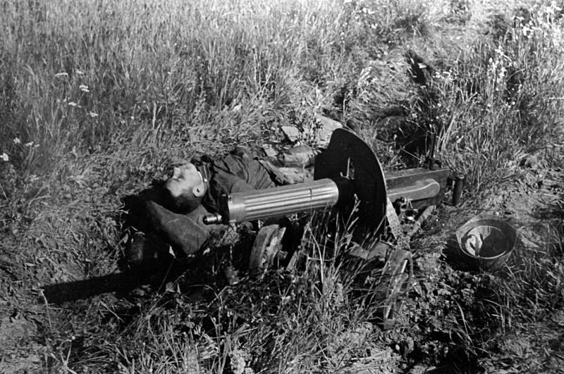 боец за пулеметом максим вов