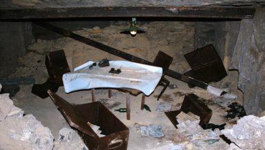 Стол в аджимушкайских каменоломнях ВОВ