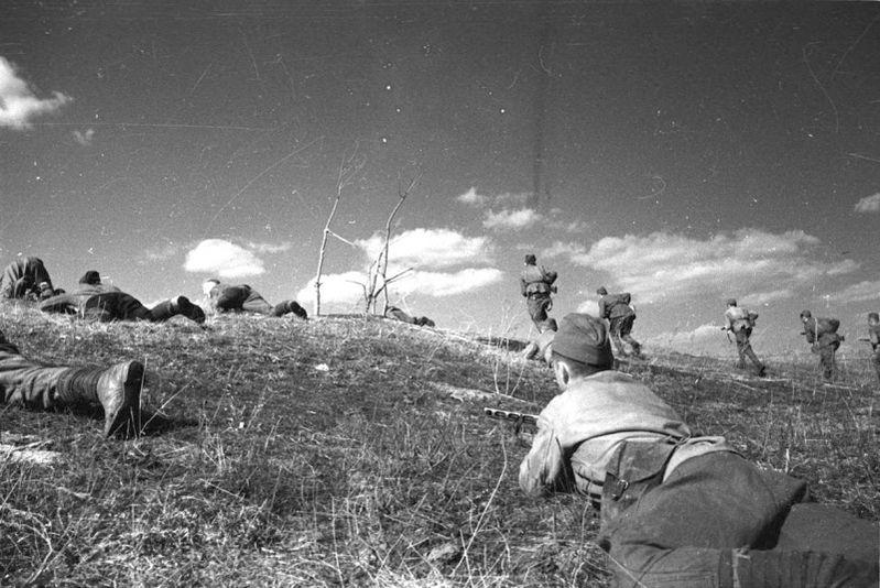 Атака советских солдат на дзот ВОВ