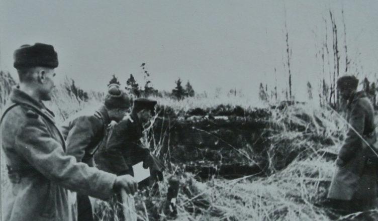 Молдавский солдат закрывает амбразуру