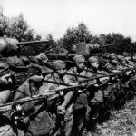 Танки и пехота готовятся к атаке ВОВ