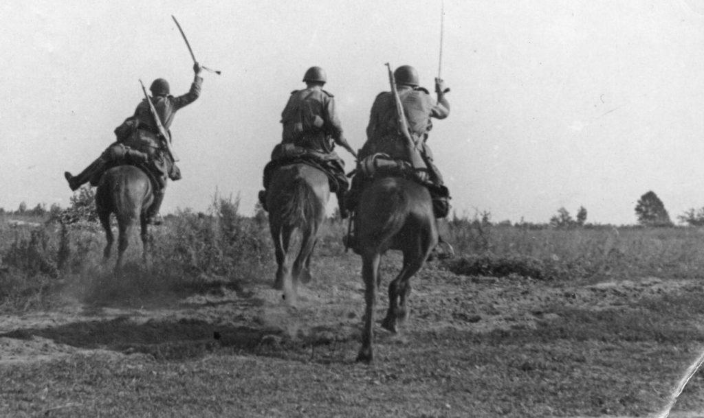 3 советских всадника идет в атаку вов