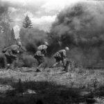 Немецкая пехота собиралась убежать от советских пулеметчиков