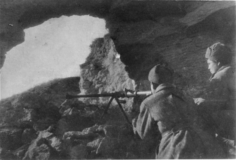 2 бойца в катакомбах вов
