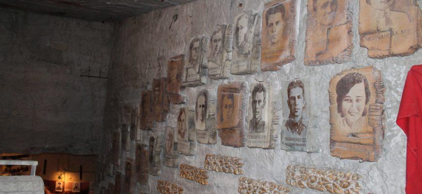 Стена с фото Аджимушкай
