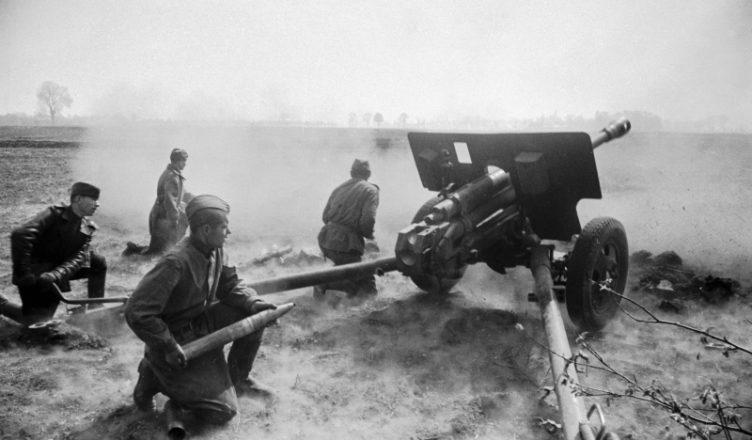 Орудийный расчет пушки ВОВ