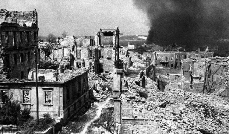 Разрушенный город после ухода немцев ВОВ