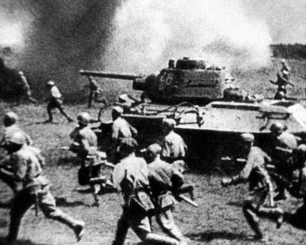 Советские войска атакуют позиции немцев ВОВ
