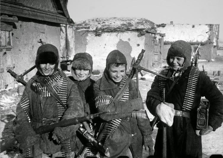 Дети партизаны с оружием в руках ВОВ