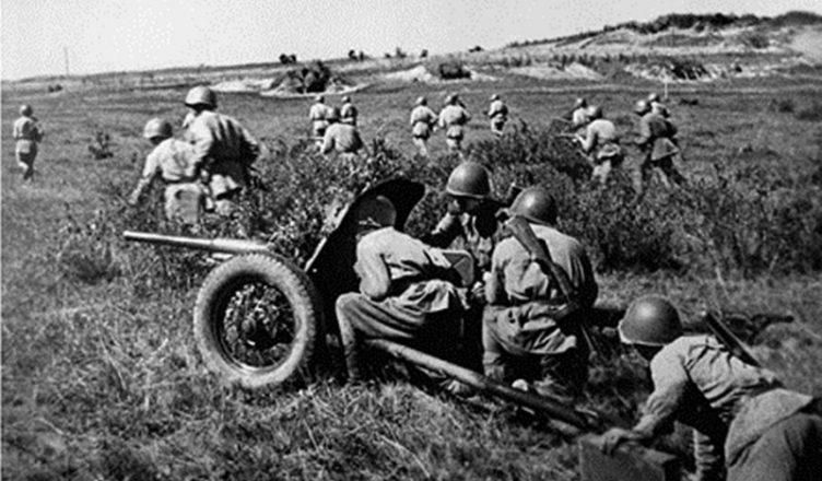 Атака советских войск с участием артиллерии ВОВ