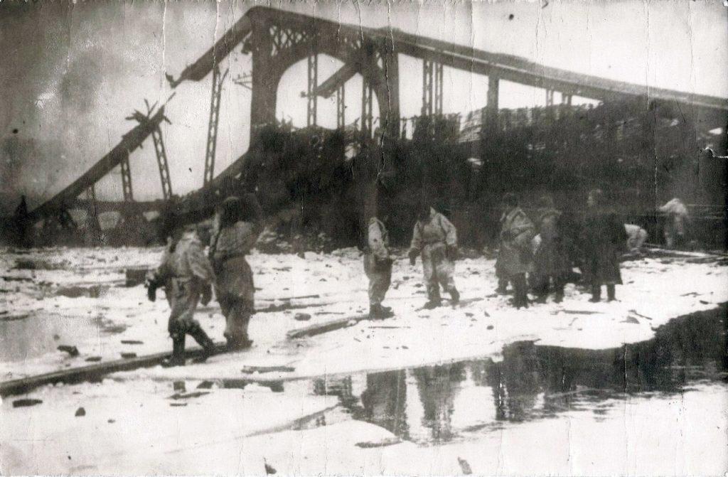 Река Волхов зима ВОВ взорванный мост