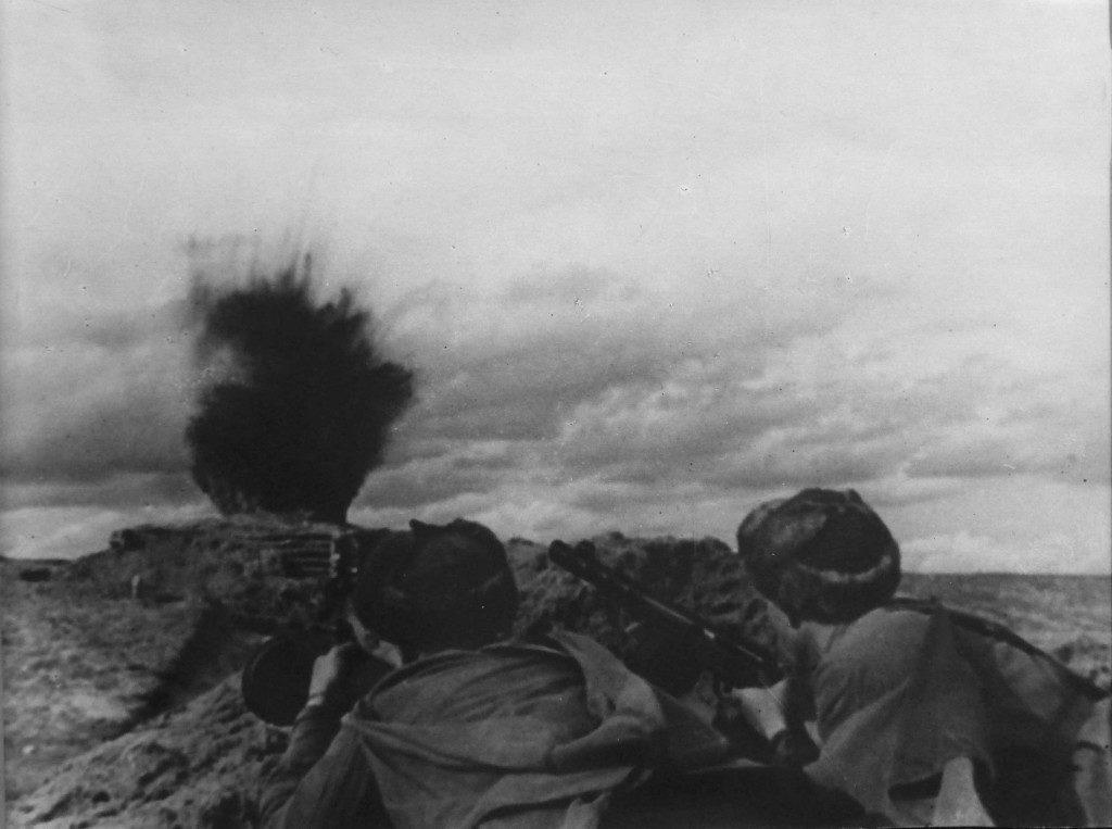 2 солдата идут на дзот ВОВ