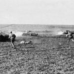 Солдаты поднялись в атаку ВОВ