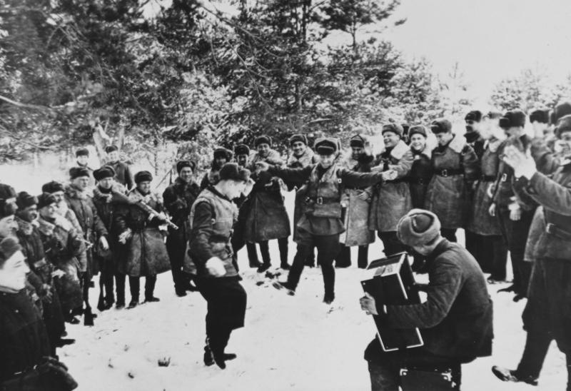 Празднование нового года советскими солдатами ВОВ