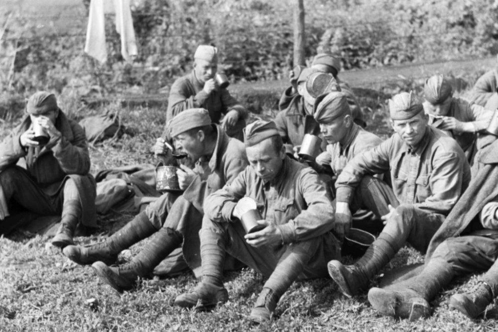 Солдаты на обеде ВОВ