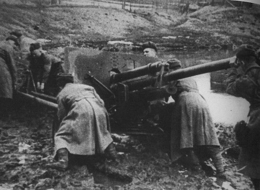 Орудие застряло в грязи ВОВ