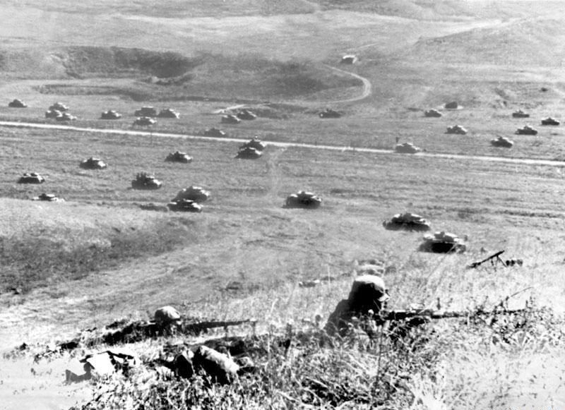 Наступление советской армии, снайпера готовятся к атаке ВОВ
