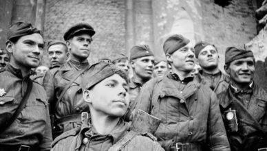 Солдаты на войне ВОВ