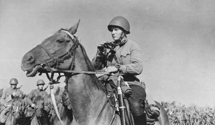 Советский солдат на коне ВОВ