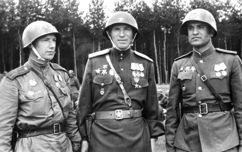 3 советских офицера ВОВ