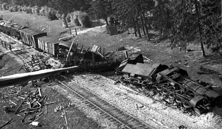 Поезд под бомбардировкой ВОВ